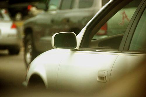 車のサイドミラー