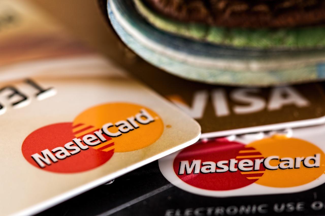 口座やクレジットカードなどの変更