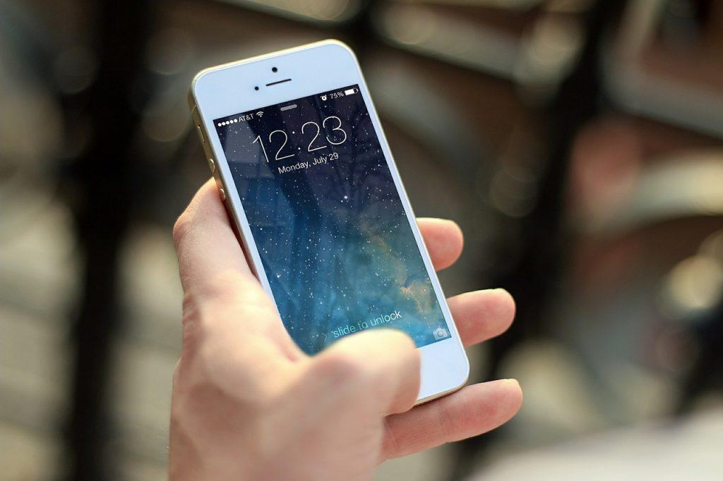 携帯電話をソフトバンクで継続する。
