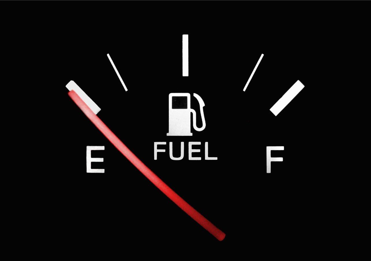 ガソリンを満タンにしない。