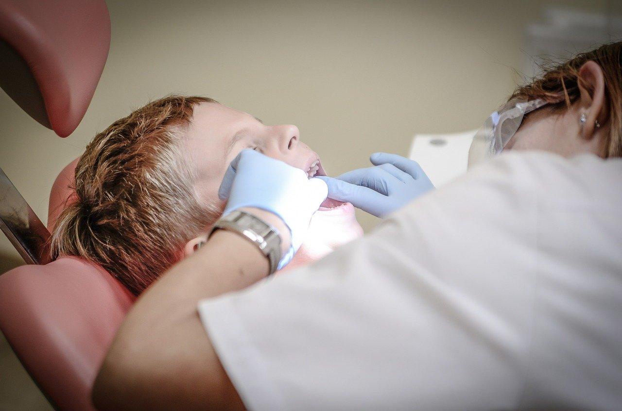連休明けに歯医者に行った。